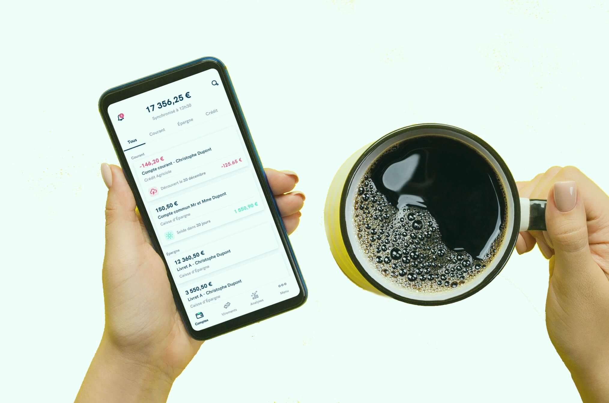 Application Linxo et une bonne tasse de café en toute détente